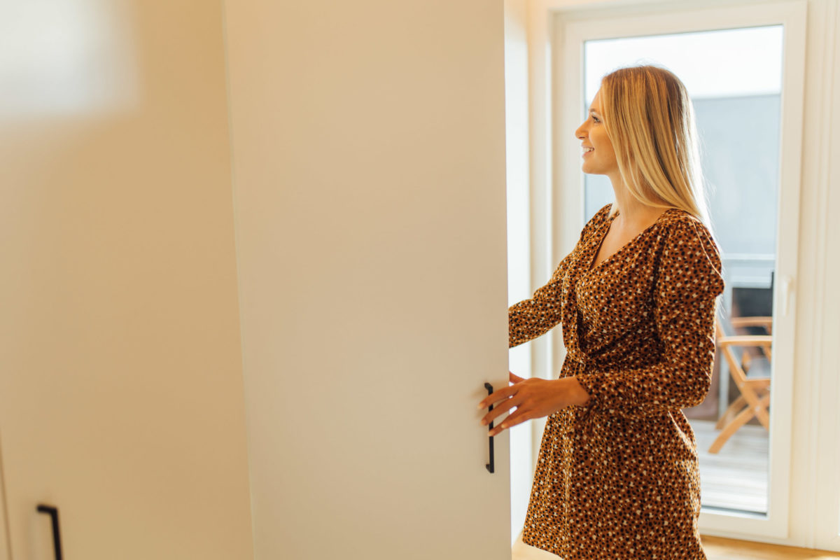 Kleiderschrank im Micro-Apartment